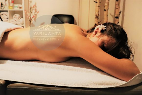 Masaža leđa – terapeutska masaža – Varijanta centar za masažu – Stari Grad
